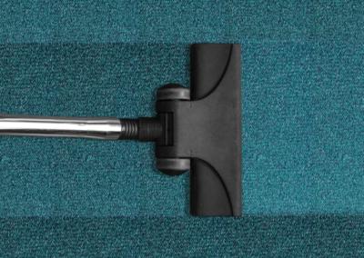 Jak levně a efektivně odstranit skvrny na koberci