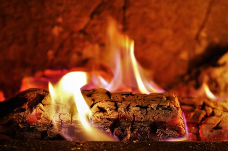 Jak správně vytápět dřevem a briketami