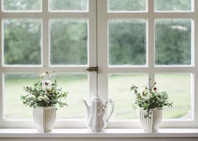 Jak jednoduše vyčistit bílá plastová okna