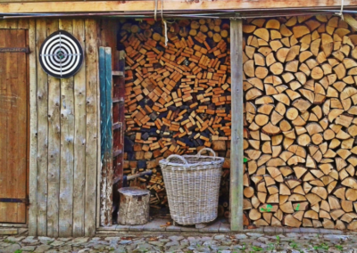 Jak správně uskladnit palivové dřevo