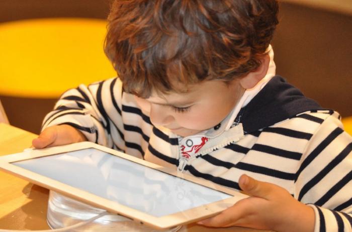 Radost pod stromečkem: Jak vybrat tablet pro dítě
