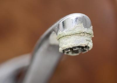 Jak se zbavit vodního kamene i bez chemie